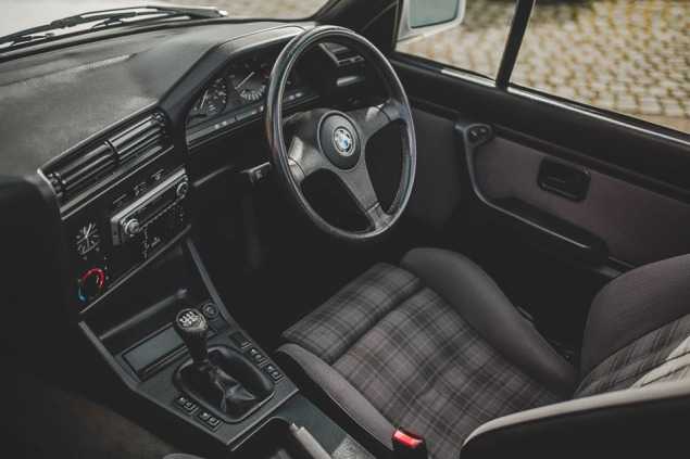 BMW 320i Convertible e30 for sale (25 of 69)