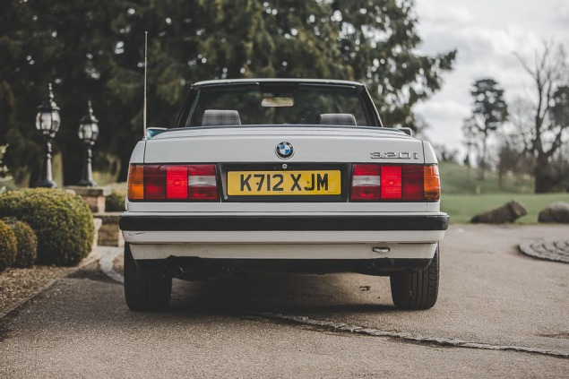 BMW 320i Convertible e30 for sale (42 of 69)